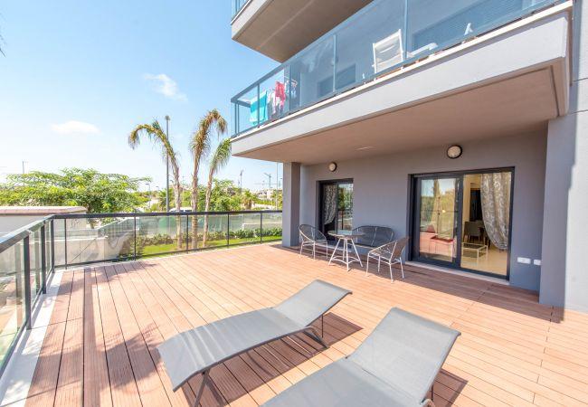 Apartamento con terraza a 100 metros del mar