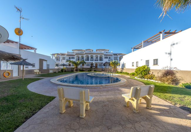 Alquiler apartamentos torrevieja punta prima for Piscina torrevieja